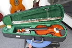 Great starter violin available in  3/4, and 2/4 sizes